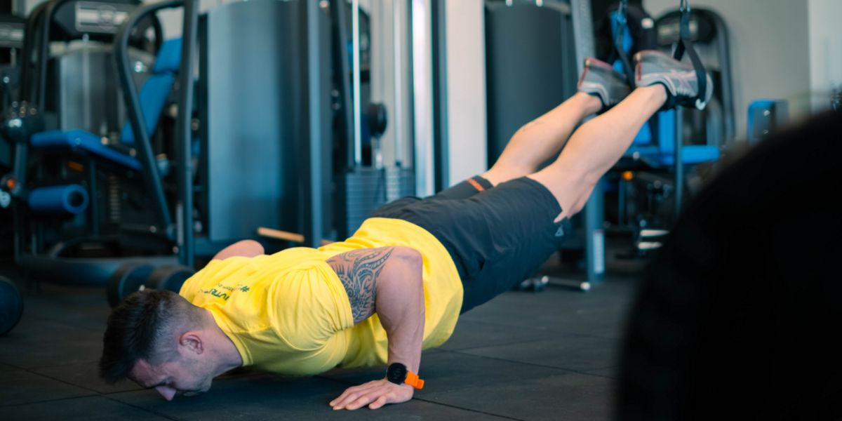 Suspended push-ups