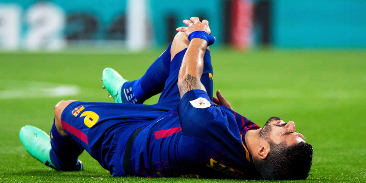 Can a football player avoid knee injuries?