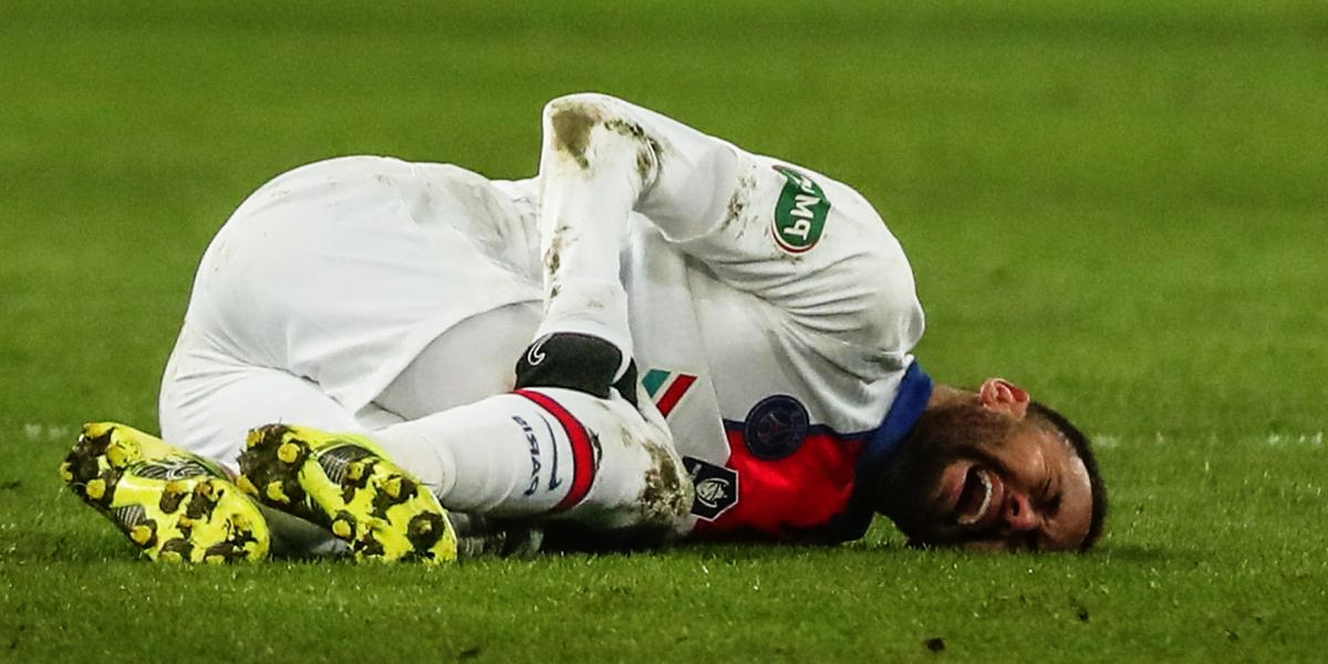 How footballers can protect their knees?
