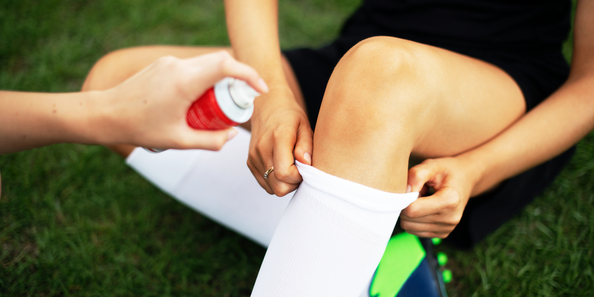 How to treat a knee injury in football?