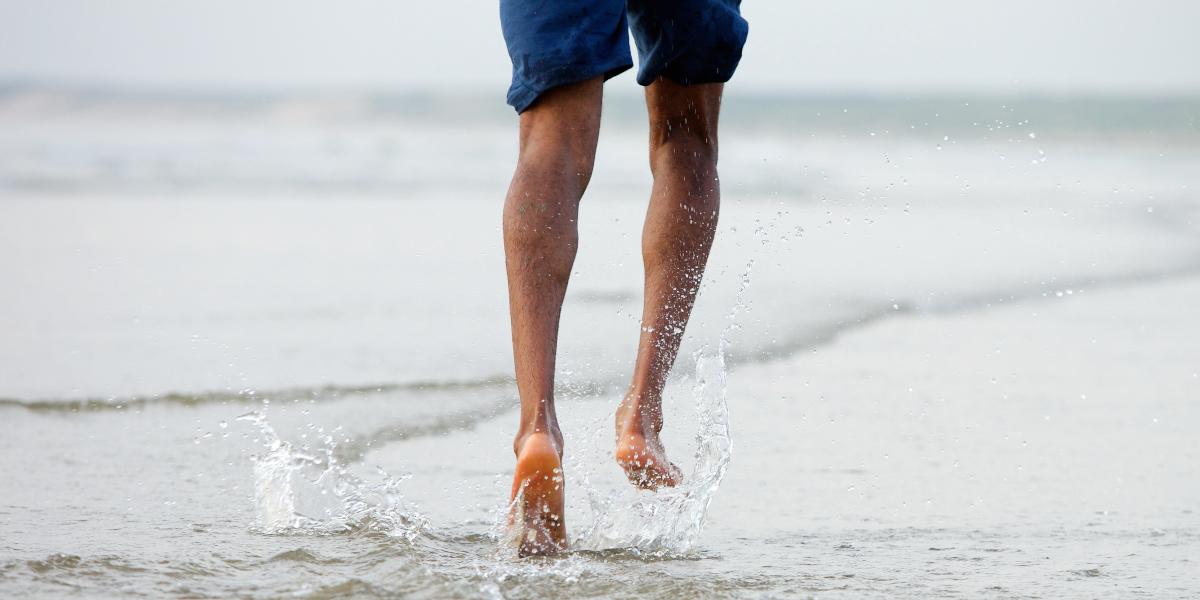 How to run on the beach?